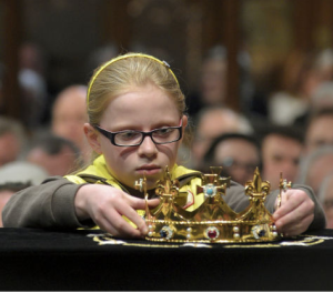 Little girl 're-crowning' Richard III